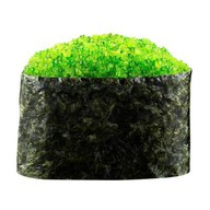 Гункан с зеленой тобикой Фото