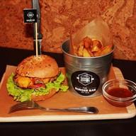 """Бургер """"Классик"""" с картофелем фри и соус Фото"""