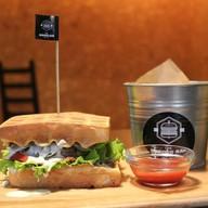 "Бургер ""Chef"" с картофелем фри и соусом Фото"