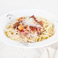 Три мяса спагетти Фото