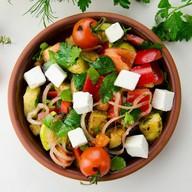 Салат с жареным баклажаном и брынзой Фото