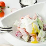 Салат овощной с яцом пашот Фото