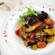Теплый салат с телятиной и терияки Фото