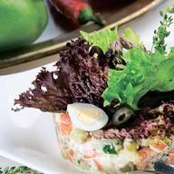 Салат с подкопченным лососем Фото