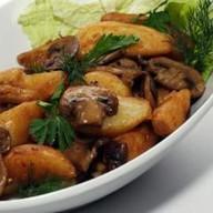 Картофель жареный с луком и гриба Фото