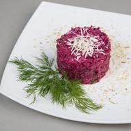 Салат из свеклы с телятиной и сыром Фото