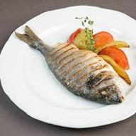 Дорадо, запеченная с овощами Фото