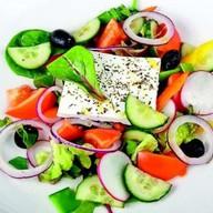 Овощной салат с сыром фета Фото
