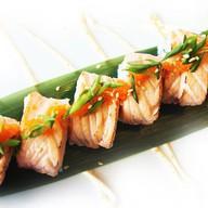 Обоженный ролл с лососем Фото