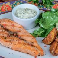 Стейк из лосося с картофелем Фото