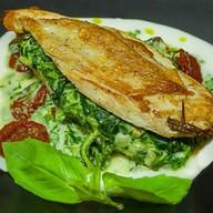 Куриное филе со шпинатом и соусом Фото