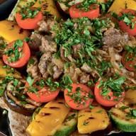 Свинина на садже с овощами Фото