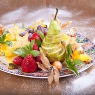 Плато из сезонных фруктов Фото