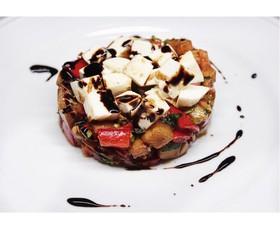 Теплый салат с баклажаном и сыром - Фото