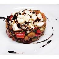 Теплый салат с баклажаном и сыром Фото