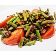 Фасоль стручковая с томатами и грибами Фото