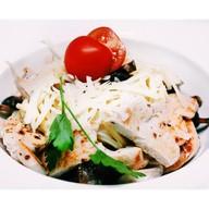 Спагетти с куриным филе и грибами Фото