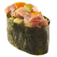 Спайси суши с копченой курицей Фото