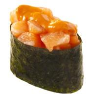 Спайси суши с копченым лососем Фото