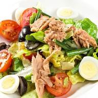 Итальянский салат с тунцом Фото