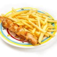 Куриный шашлычок с картошкой фри Фото
