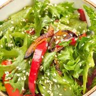Салат с баклажанами и паприкой Фото