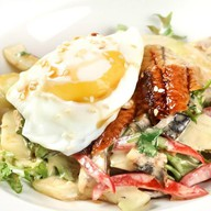 Азиатский салат с угрём, свежим огурцом Фото