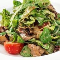 Тёплый салат с говядиной, кабачками Фото