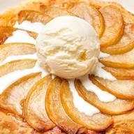 Слоеный яблочный пирог с мороженым Фото