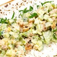 Салат с курицей и картофелем в соусе Фото