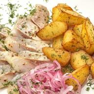 Селёдочка с отварным картофелем и луком Фото