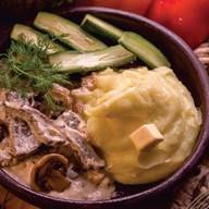 Теленок в сливочном соусе с грибами Фото