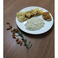 Комплексный завтрак с овсянкой и блинами Фото