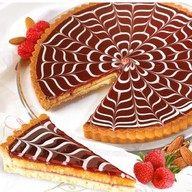 Торт малиновый с миндалем Фото