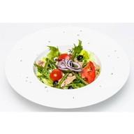 Салат овощной с тунцом Фото