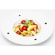 Салат с креветками и авокадо Фото