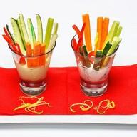 Овощные палочки с легким соусом Фото