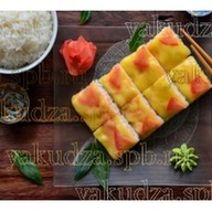 Суши-пицца с крабом Фото