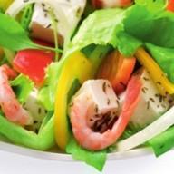 Салат из лосося слабой соли с креветками Фото