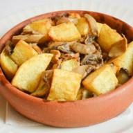 Обжаренный картофель с грибами Фото