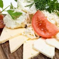 Армянская сырная тарелка Фото