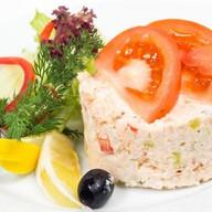 Салат из копченой форели с соусом Фото