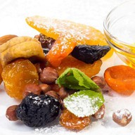 Сухофрукты и орехи Фото