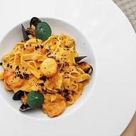 Тальятелле с морепродуктами с биском Фото