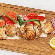 Шашлык из сома со свежими овощами Фото