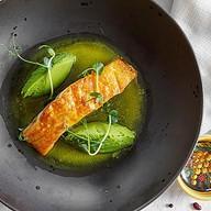 Филе лосося с кремом из молодого горошка Фото