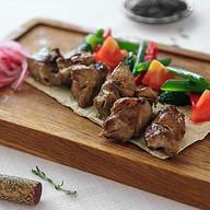 Шашлык из свинины с овощным гарниром Фото