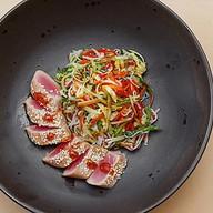 Микс салатов с тальяттой из тунца Фото