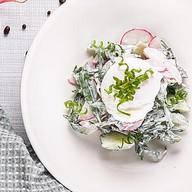 Салат из свежих огурцов, редиса с яйцом Фото