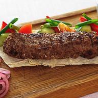 Кебаб из говядины с овощным гарниром Фото
